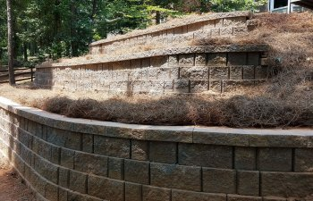 retaining walls with drainage